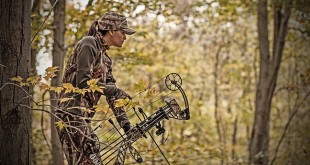 camo-hunting-clothes-women-bow-hunter-treestand